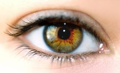 Maquillage des yeux marrons clairs
