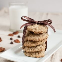 Kitchen Sink Cookies - oatmeal pecan chocolate chip cookies taste amazing AND help empty your pantry!