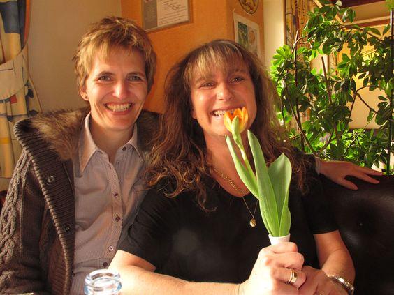 2 Frauen mit Blumen :-)  © Tim Davoli 2012
