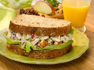 Apple Tuna Sandwiches  -  #sandwich #lunch   -   http://alittlebitofthisthatandeverything.blogspot.com/