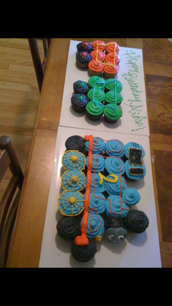 Thomas the train cupcake pull apart cake.