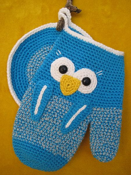 From now on holding any hot dishes will be fun with this Owl Oven Glove and Potholder ! They will look lovely just hanging by your stove in the