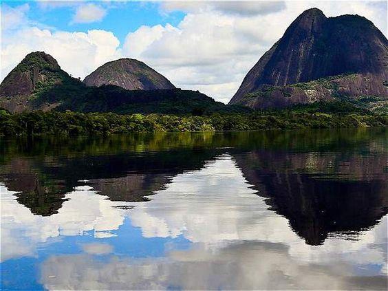 Los cerros de Mavecure son considerados uno de los principales sitios de interés del departamento de Guainía. Pajarito, Mono y Mavicure tiene una altura de 712, 480 y 170 metros respectivamente.
