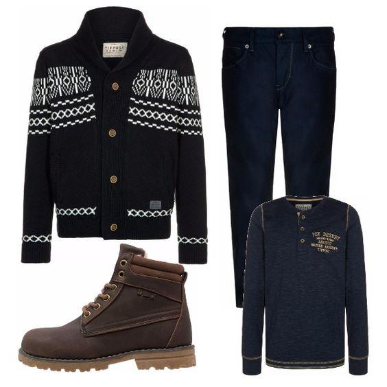 Cardigan abbottonato, pantaloni e maglia manica lunga tutti in blu. Gli scarponcini marroni spezzano la monocromia e sono adatti per tenere al caldo i piadi sulla neve e nelle giornate più rigide.
