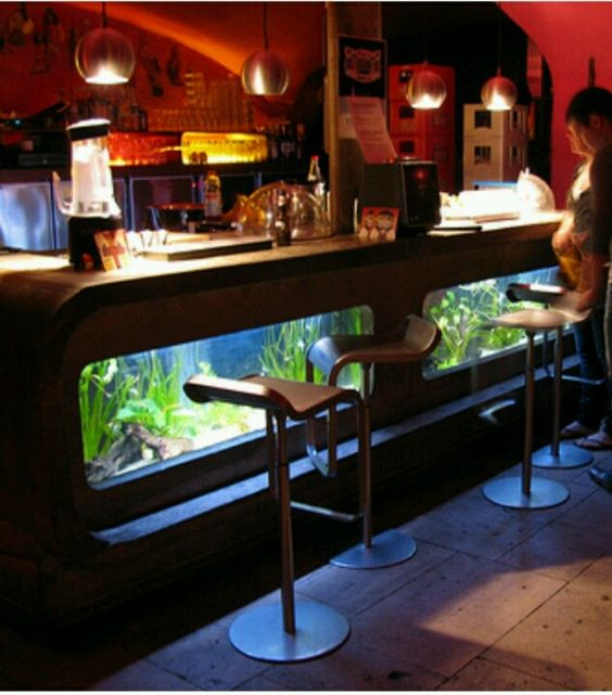 15 Majestic Contemporary Home Bar Designs For Inspiration: Modern Bar Fish Tank