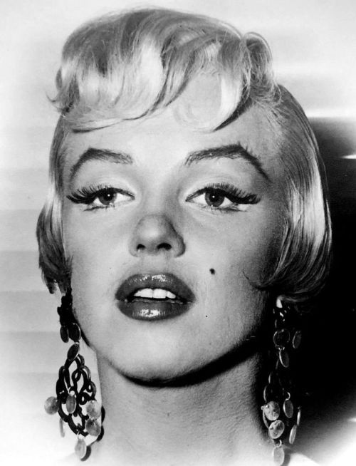 Marilyn Monroe On The Set Of The Seven Year Itch 1954 Marilyn Monroe Makeup Marilyn Monroe Photos Marilyn Monroe