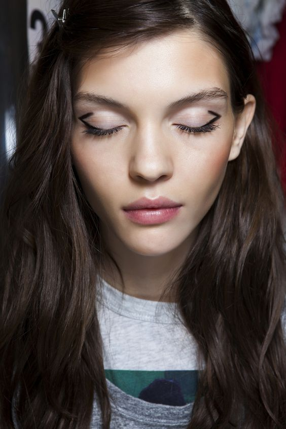 Graphic, deconstructed cat eye at Zadig & Voltaire. #makeup #beauty #eyes: