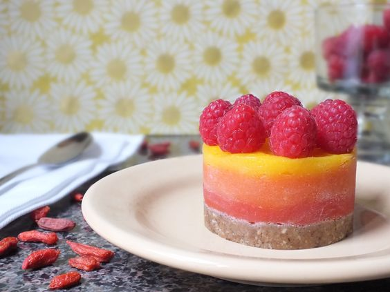 So pretty! Berry Mango Sunrise Tarts [Vegan, Raw, Gluten-Free]