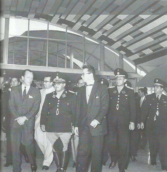 El presidente de Venezuela, General Marcos Pérez Jiménez inaugura el hotel Humboldt en el cerro Ávila, Caracas, el 29 de diciembre de 1956.