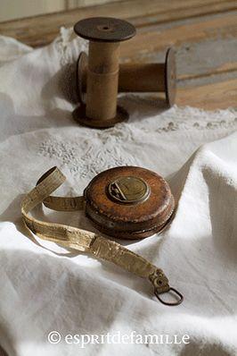 © Esprit de Famille I brocante en ligne I vintage industriel campagne www.espritdefamille.co meuble casier bois, mobilier vintage, linge ancien, lin, mètre ruban