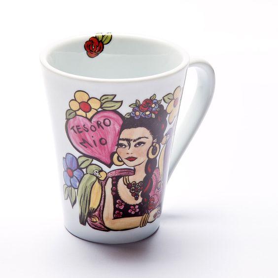 Caneca com o tema Frida Tesoro mio! #porcelana #porcelanadecorada #porcelanapersonalizada #decoração #decor #pintadoamão #feitoamão #brasil #brazil #homedecor #porcelain #FridaKahlo #Frida #flowers #flores #quote