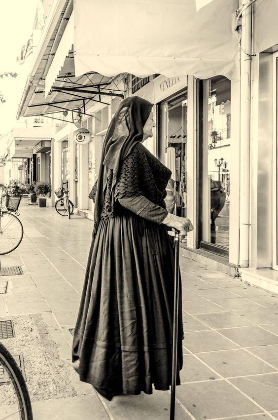 Λευκάδα- Η περήφανη Καρσάνα κατέβηκε στην Χώρα για ψώνια!!!!!!