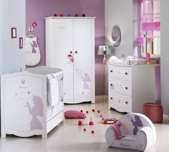 Chambre d 39 enfant ambiance princesse disney aubert mollys wish list for Chambre fille princesse