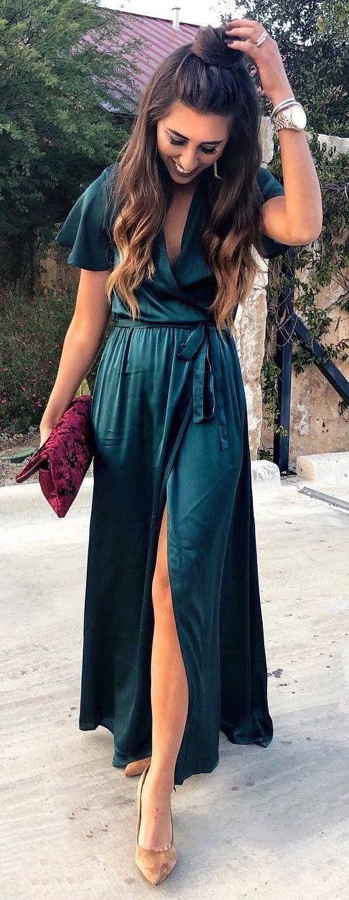 christmas outfit idea : green maxi silk dress + bag + heels