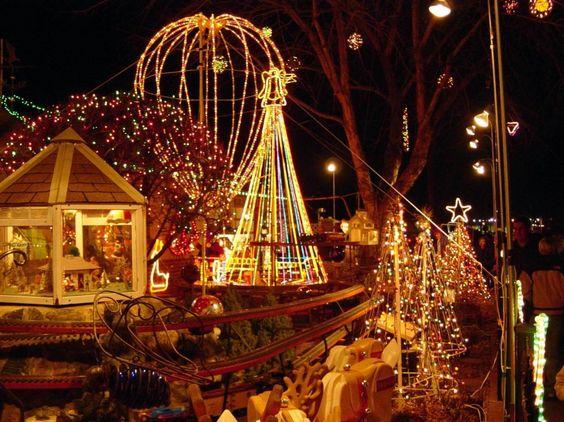 Idéias de decoração, excelente iluminação Cone brilhante em torno Playground No Dia de Natal: 17 foto maravilhosa idéias de decoração para o Dia de Natal