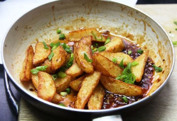 honey chilli potatoes, crispy honey chilli fries, potato wedges, potato recipe