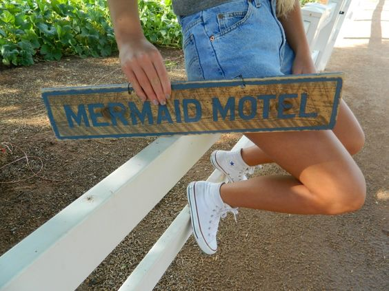weathered signs x brandy melville.