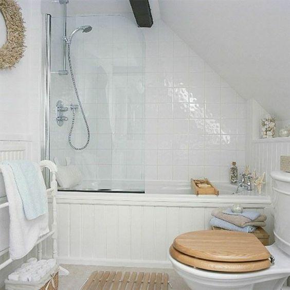kleines badezimmer gestalten badewanne badgestaltung. Black Bedroom Furniture Sets. Home Design Ideas