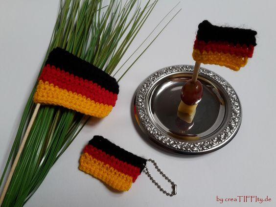 Fußball Fan – Set Deutschland. FreeBook nur auf CrazyPatterns erhältlich: https://www.crazypatterns.net/de/items/15916/fussball-fan-set-deutschland-haekelanleitung