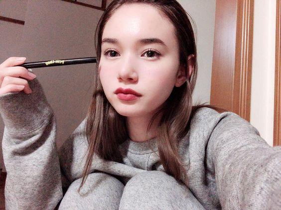 スウェットを着ているマーシュ彩