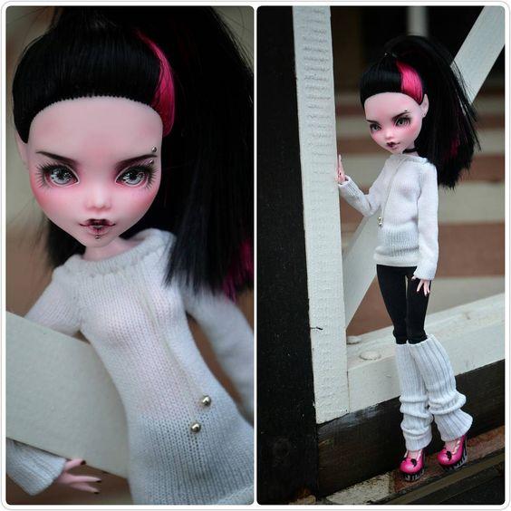 -Laura- #monsterhigh #monsterhighdolls #ooak #ooakdoll #repaintdoll #custom #dollcollection #draculaura #doll #dolls