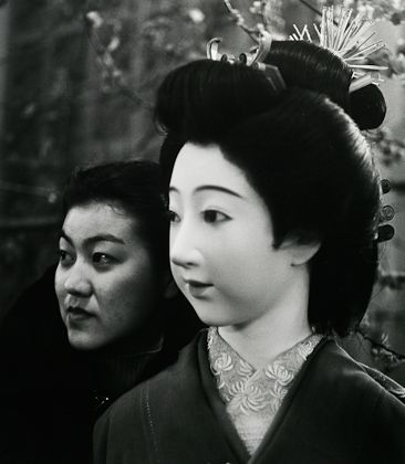 John Gutmann - Geisha Doll and Friend (Japanese Girl), San Francisco, 1939. S)