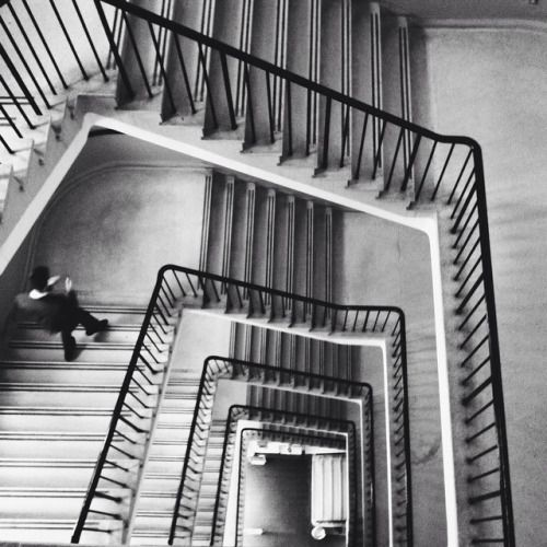 slightlyoutoffocusphotos:A bit of Escher and Vertigo in SW3   #vscocam #london