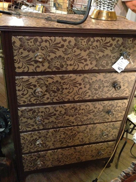 Lace spray painted front drawers. AHHHHHHHHHHHH! SO my next furniture rehab!!!!!: