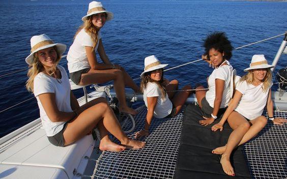 Momenti di relax a bordo del catamarano.