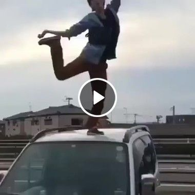 Olha o que dar dançar em lugar errado só tombo