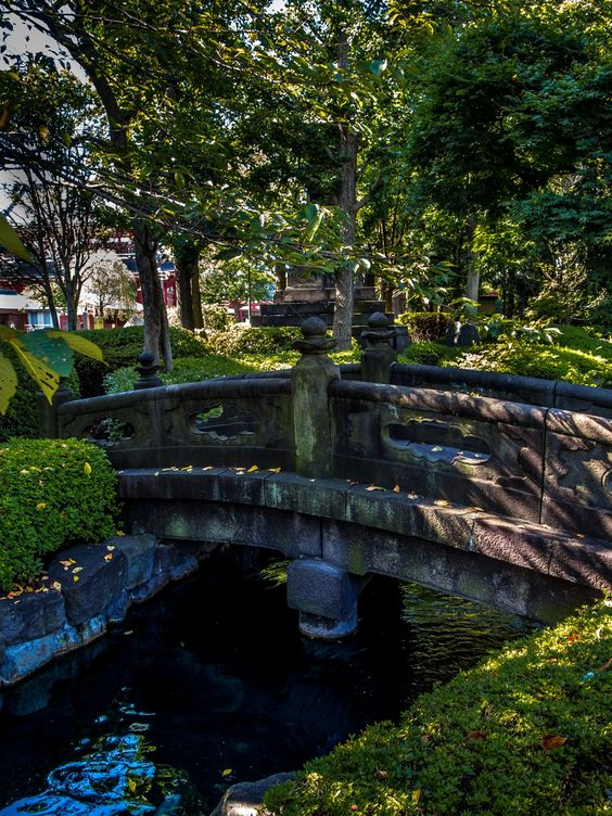 Still in Yogodo hall's garden in the heart of Asakusa (i.e. in the Sensoji grounds), a stone bridge built in 1618, evocative of the ones found in the Tokugawa Toshogu shrines; this is the oldest stone bridge in the Tokyo metropolitan area! 3/4 #Asakusa, #Sensoji, #Yokodo, #bridge August 19, 2014 © Grigoris A. Miliaresis
