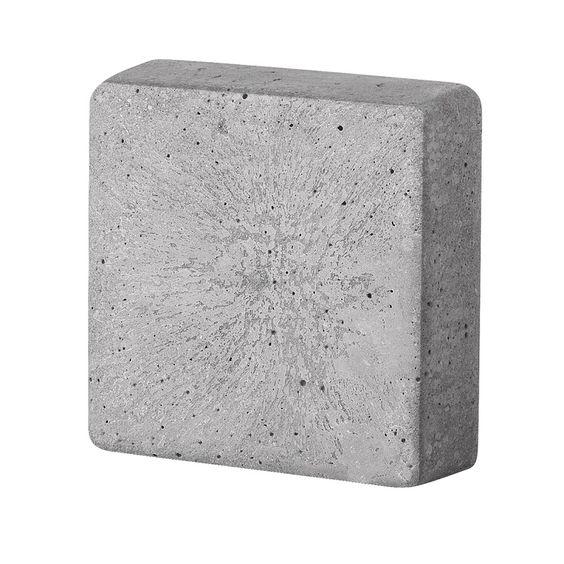 Gietvorm.  Ideaal voor creatief beton.  Natuurlijk ook geschikt voor andere gietmaterialen.  Kunststof gietmal. Motief is makkelijk uit de vorm te halen.  Geadviseerd wordt om de mal in te smeren met zonnebloemolie.  Model vierkant. Breedte bij alle modellen 3,5cm, behalve bij 25 cm is 4 cm. Leverbaar in 6 verschillende maten.  Kies in het menu de gewenste maat.