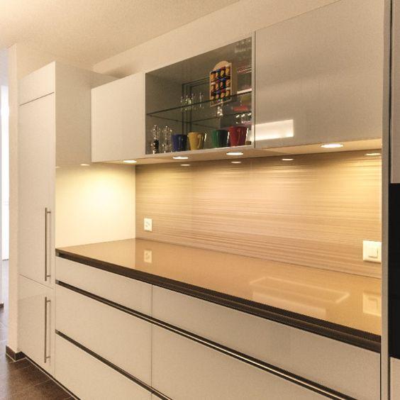 k chenr ckwand aus glas bedruckt mit designmotiv graphic in farbton champagne glas f r die. Black Bedroom Furniture Sets. Home Design Ideas