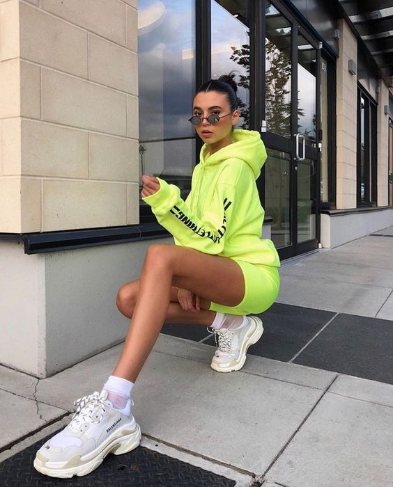 25 Stylish Streetwear Inspirations For Girls Who Love Style - Style O Check #streetstyle #streetwear #fashion #womensfashion #womenclothing #style