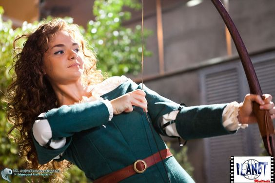 Oh hey, another Merida costume. This one's more expensive, but it includes the belt and I quite like it.