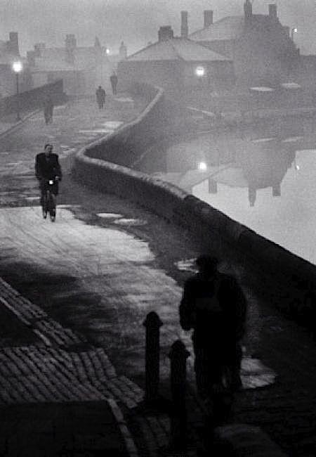 John Bulmer - Tipton at Dawn, Black Country, Winter 1960 - 1961. S)