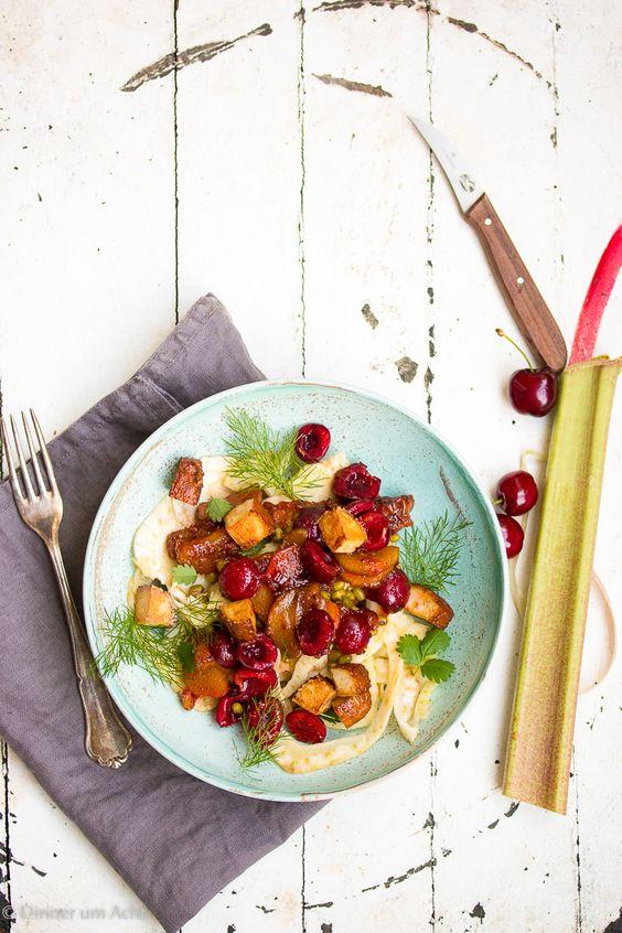 Mungbean fennel salad with pepper rhubarb, cherries and kippered tofu. An unexpected combination for warm summer days! // Mungbohnen-Fenchel Salat mit Pfeffer-Rhabarber, Kirschen und Räuchertofu. Eine unerwartete Kombination für warme Sommertage! #Cherries #Recipe #Cooking #Salad #enjoysiemens