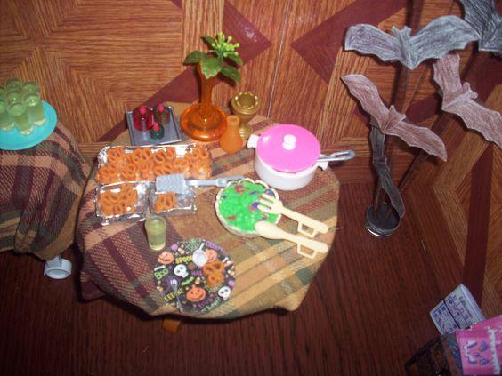1:6 OOAK dollhouse Halloween party