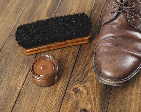 W Okresie Jesienno Zimowym Skorzane Buty Bardzo Szybko Sie Niszcza Sol Wilgoc I Niskie Temperatury Sprawiaja Ze Przestaja Wygl In 2020 Chukka Boots Bean Boots Shoes