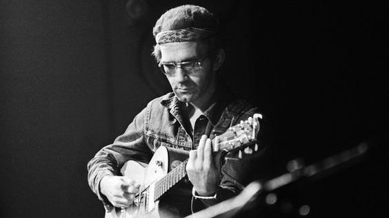 1974. JJ Cale on stage in Theater Carre in Amsterdam. Photo Getty Images / Gijsbert Hanekroot/Redferns. #amsterdam #1974 #JJ #Cale