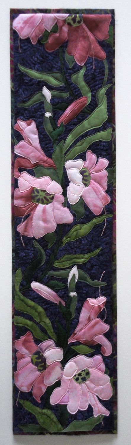 Beautiful pink flower quilted table runner: