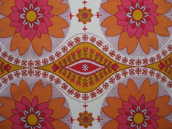 Vintage floral fabric FQ. kr27,00, via Etsy.