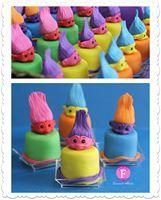 fondant mini cakes trolls -