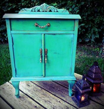 Muebles Vintage. Estilo Antiguo. Mobiliario artesanal verde azulado reformado