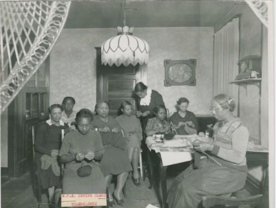 "#knittinginblackhistory I promise I love you guys! This was sent to me by Bronwyn on the blog 😍 thank you 😘the facts: source -the Ohio guide collection. Time period 1930-1940 place -Toledo Ohio. The picture is titled ""Sewing Class"" but they are clearly knitting 👏🏾👏🏾👏🏾 the description says ""unidentified women work on knitting and sewing during a Works Progress Administration sewing class in Toledo Ohio #weknittoo #ggmadeit #blackknittersofinstagram #blackgirlsknit #knittinginhistory"