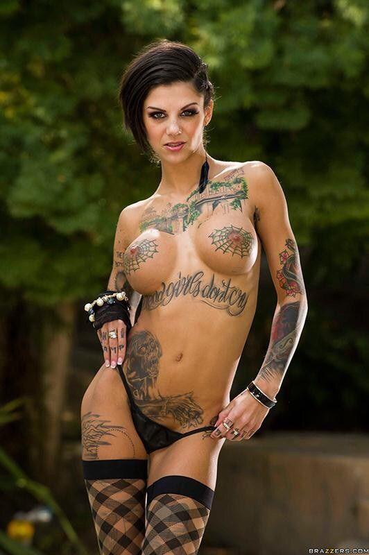 badass-girl-nude