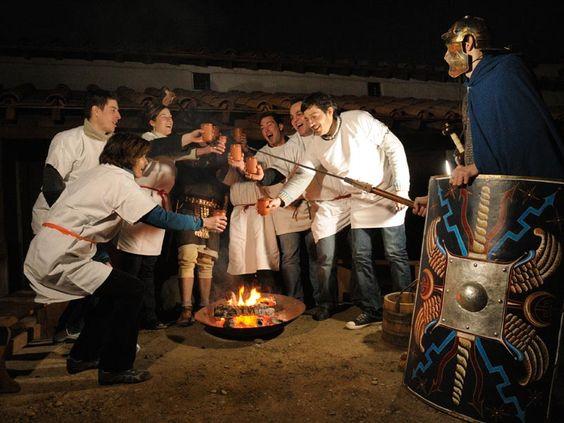 Verschenken Sie ein Abenteuer - eine Nacht im originalgetreu nachgebauten Römerlager Contubernia! Mit Abendessen am Feuer.  ... ZumArtikel