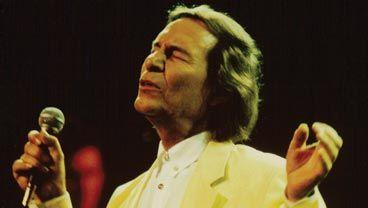 Chansonniers Québécois :  Jean-Pierre Ferland,  Félix a interprété Ton visage. Sur son dernier album, Céline chante Une chance qu'on s'a et Je n'ai pas besoin d'amour. De tous les auteurs-compositeurs-interprètes, Jean-Pierre Ferland est un des rares, sinon le seul, a avoir été interprété à la fois par le père de la chanson québécoise moderne et par la plus grande interprète internationale. Dans l'histoire de la chanson québécoise, il est le maillon d'or entre Félix et Céline.
