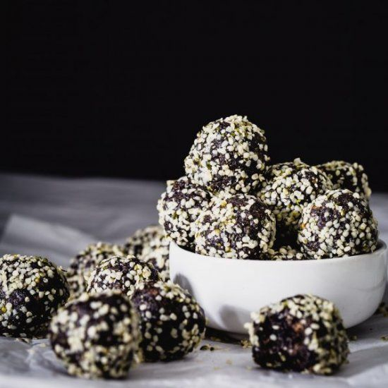 Acai superfood energy bites
