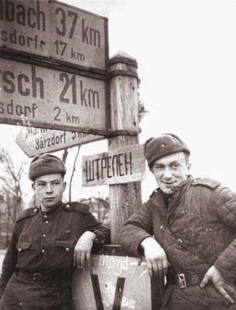 Алексей Смирнов   в  Германии.  1945.